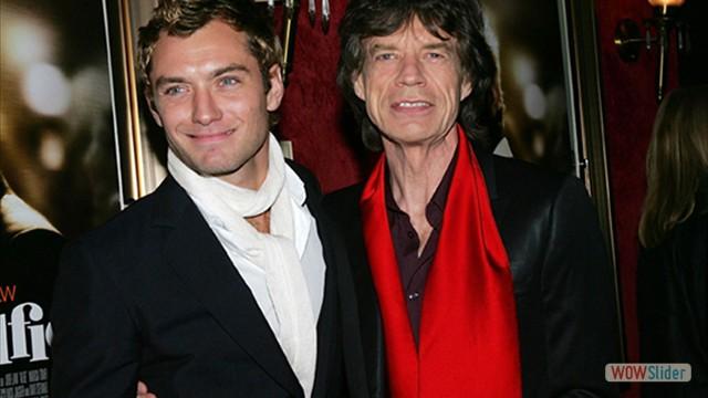 Com o ator Jude Law, na premiere do filme Alfie,em 2004, onde assinou a Trilha Sonora ao lado de Dave Stewart