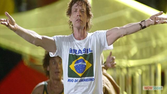Diante de mais de 1 milhão de pessoas, na apresentação em Copacabana do show da turnê A Bigger Bang
