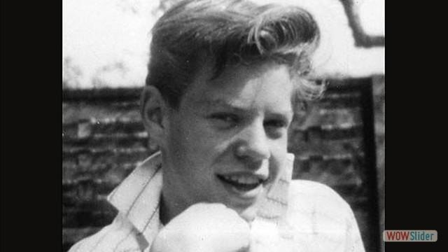 Aqui, Mick Jagger tinha 14 anos. Aos 15, ele fez um programa de TV com seu pai que era professor de ginástica.