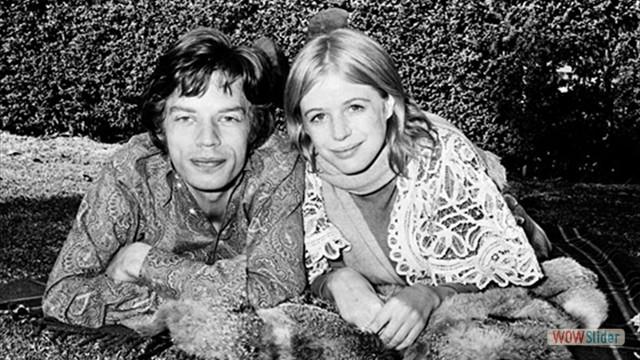 Com a namorada Marianne Faithfull no final da década de 60